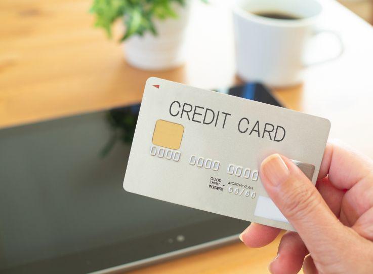 タブレットとクレジットカード