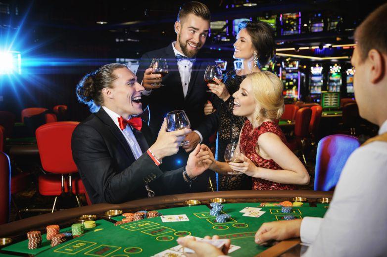 カジノを楽しむ客
