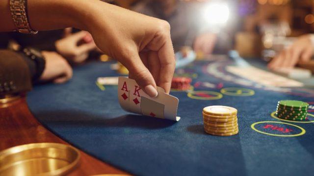 ブラックジャックのカジノテーブル