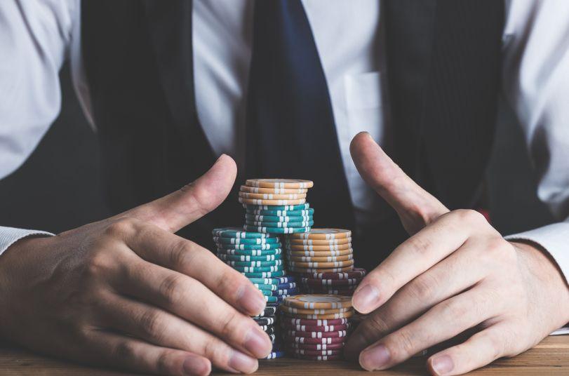 カジノチップと男性