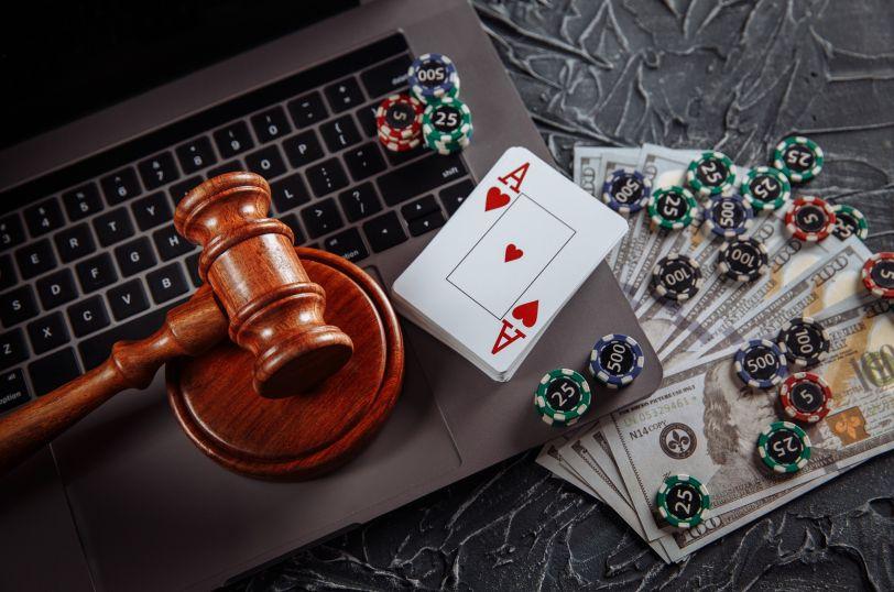 オンラインカジノと裁判所のハンマー