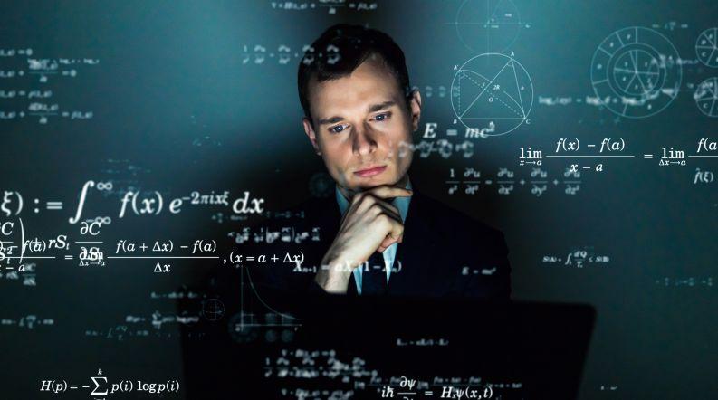 数式と考える男性